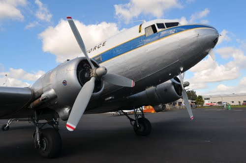z_Avion DC3 avec moyeu 23E50