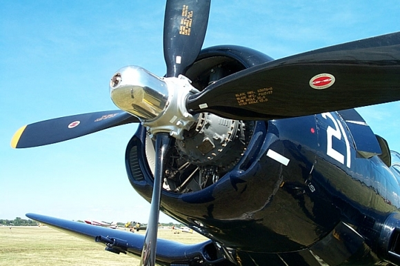 Avion Corsair F4U 2